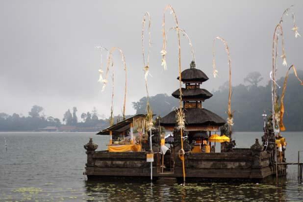 lake bratan floating temple