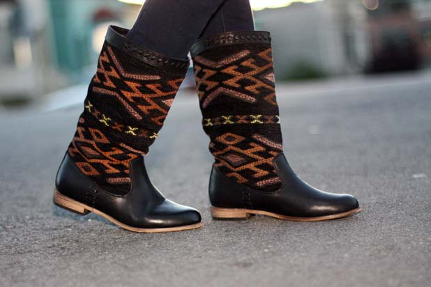 cobra-society-like-navajo-southwest-print-boots